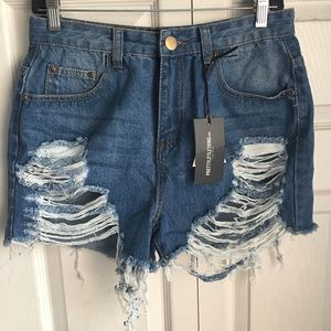 PrettyLittleThing Ripped shorts